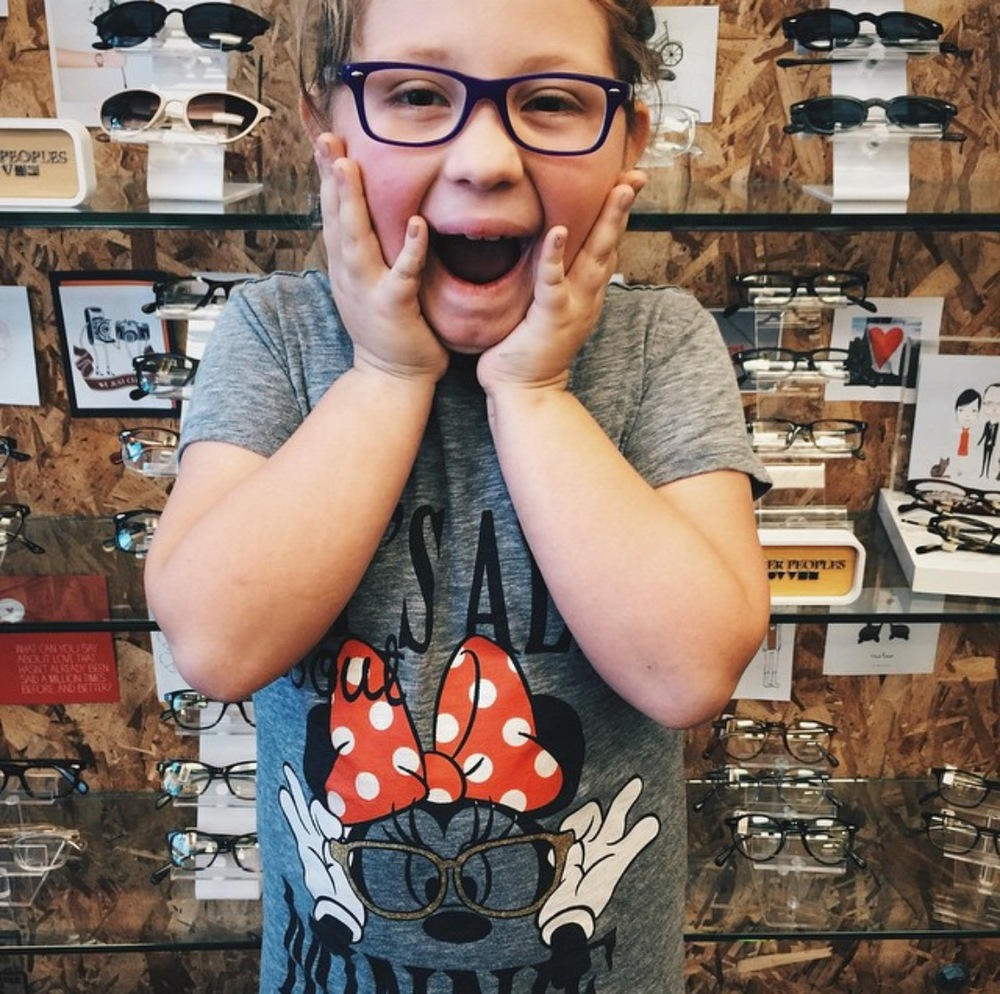 Yep, her dad love to wear his glasses and sunglasses.